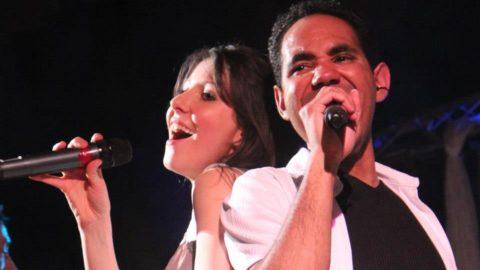 cabaret music-hall avec chanteur et chanteuse